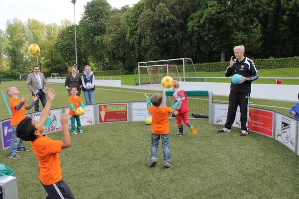 Ballübung mit Urlich Wannigmann (Foto: Antje Pflips)