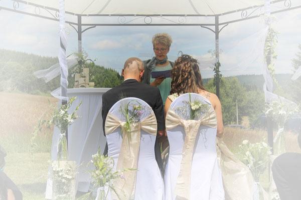 Freie Trauung Brautpaar & Rednerin