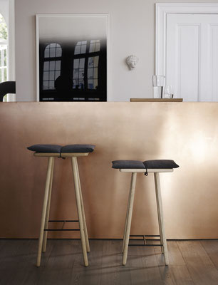 Georg Bar Stool Low& Georg Bar Stool High In Rovere con cuscino e laccetto in cuoio