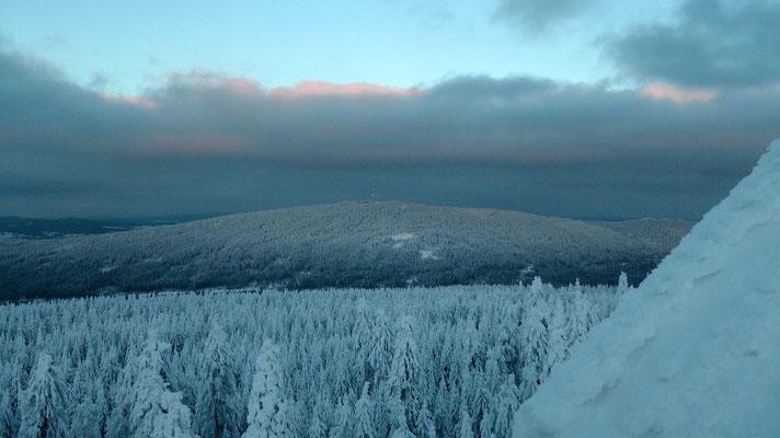 Blick vom Asenturm zum Schneeberg 1051 m