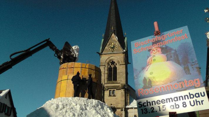 Schneemannbau 13.02.2015 Rekord gebrochen Riesenschneemann Jakob  feiert sein 30 jähriges Jubiläum in Bischofsgrün 2015  12,65 Meter hoch und 29,80 Meter Umfang