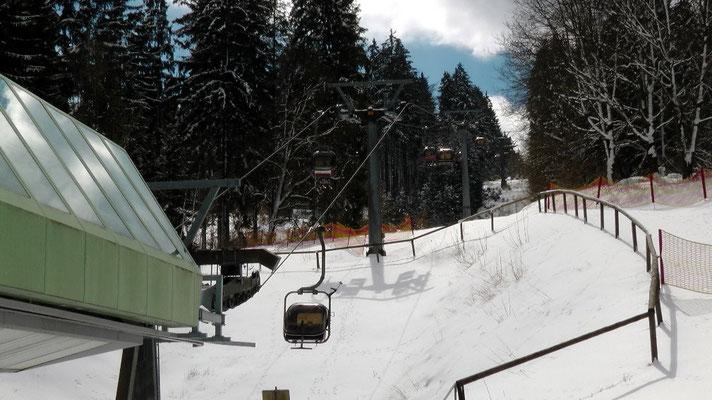 Am Osterwochenende Ochsenkopfseilschwebebahn Talstation Nord in Bischofsgrün