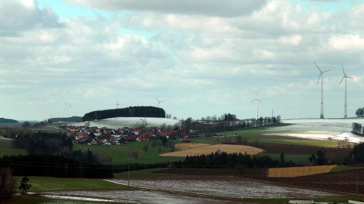 Am Osterwochenende Blick nach Metzlersreuth dahinter Lützenreuth