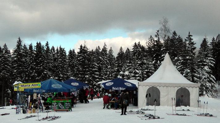 "Imbiss ""Maria-Alm"" Ochsenkopf Nord täglich bei Skibetrieb geöffnet Betreiber Gasthof Hammerschmiede"