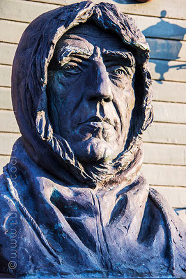 Eine von vier gleichen Statuen des Polarforschers Roald Amundsen