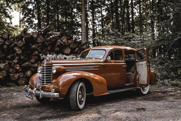Oldtimer als Hochzeitswagen in Lichtenstein im Wald / Photography: René Müller
