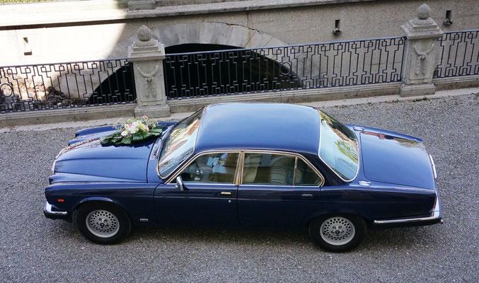 Jaguar XJ6 Baujahr 1984 Seitenanischt aus Hochzeits Fotoshooting