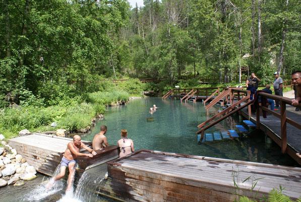 Liard River Hot Springs, sehr schöner Ort um sich zu erholen in den heissen Flussbädern.