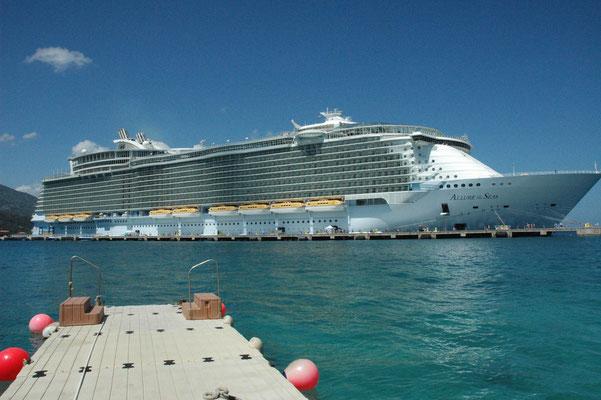 Allure of the Seas im Hafen von Labadee / Haiti