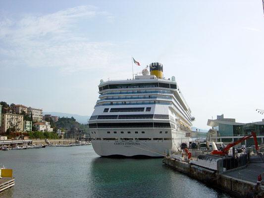 Costa Fortuna im Hafen von Savona