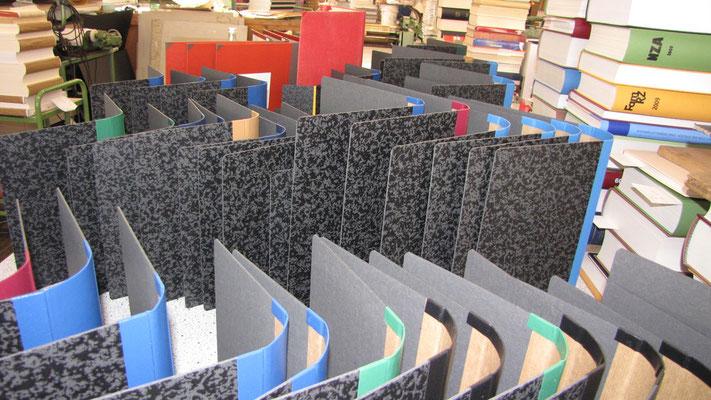 Buchdecken in Hartpappe für eine Universität