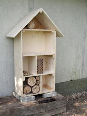 das entstehende Insektenhotel