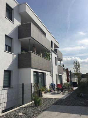 Balkone eines Mehrfamilienhauses