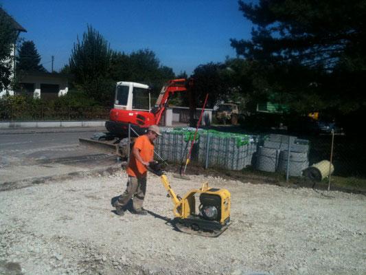 Anlage Pflasterfläche im Rahmen landschaftsgärtnerischer Neugestaltung des Vorgartens