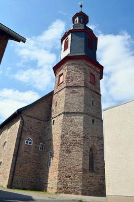 Der in 1756 angebaute achteckige Glockenturm