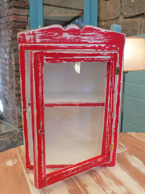 Mueble con vidrio pintado en rojo Ref: D03
