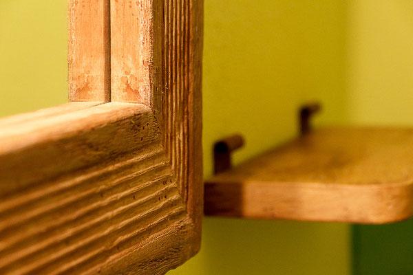 Espejo y estante hechos a mano. Ref: D16