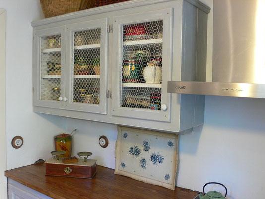 Moble de cuina fusta amb tela de galliner. Ref: Cu1