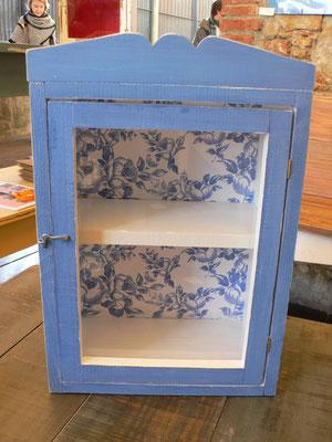 Mueble con vidrio pintado en azul i con papel de colores Ref: D04