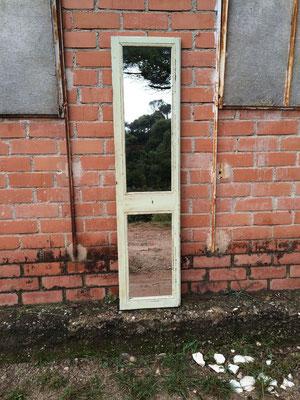 Espejo hecho con una puerta antigua. Ref: D18