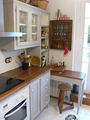 Detall de mobles de fusta de cuina. Ref: Cu1