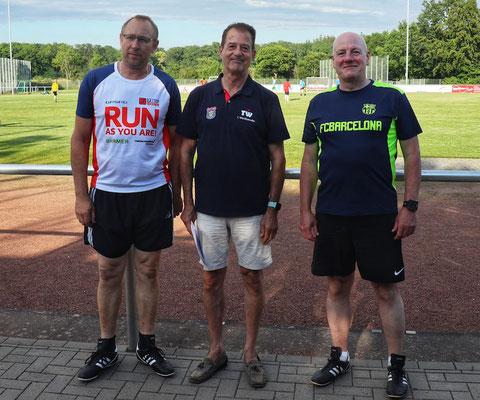 der 1. Vorsitzende Thomas Wicht (M.) verabschiedete Michael Hildebrandt (links) und Thomas Büqué aus dem Vorstand.