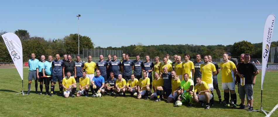 Die Mannschaften vor dem Spiel