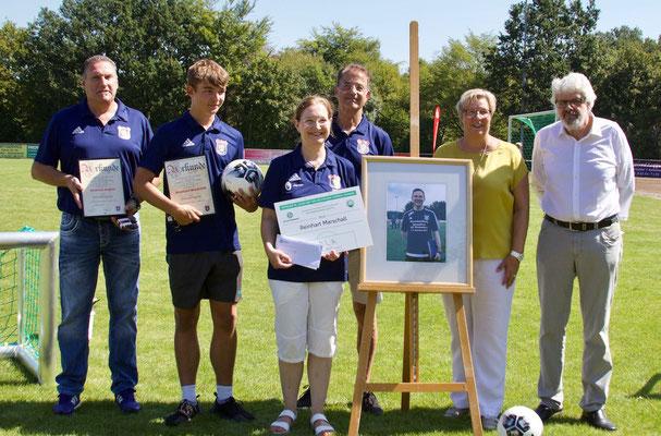 Ehrungen (von links): Andreas Engels, Reinhart und Marion Marschall, Thomas Wicht, Bürgermeisterin Petra Kalkbrenner, Jürgen Bachmann (v.l.)