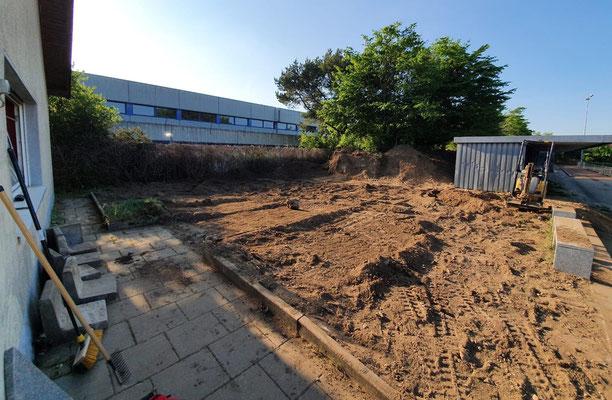 Die Fläche soll noch begradigt und eingesät werden