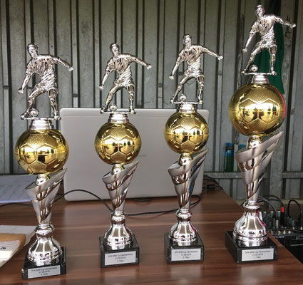 Die Pokale für die vier Erstplatzierten