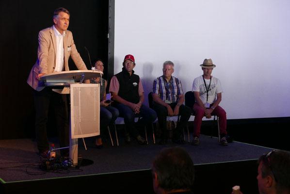 Der Stadtpräsident von Graffenried auf der Podiumsdiskussion anläßlich des Besuches der WAVE auf der Berner Messe.
