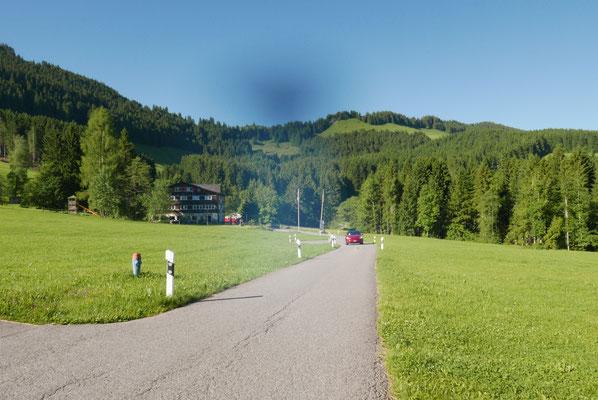 Im Nirwana von Appenzell (mit blauem Foto-Fehler): Das Hotel Kaubad ist weit ab vom Schuss. Herrlich.