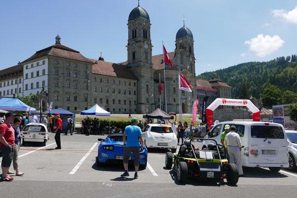 Vor dem Kloster Einsiedeln.