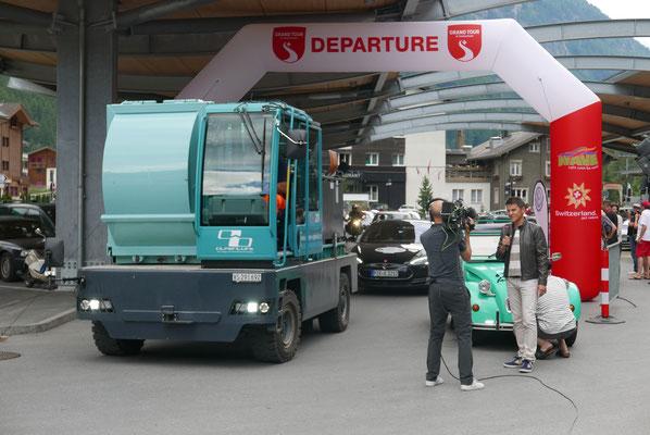 """Zermatter Müllwagen vom """"System Alpenluft"""""""