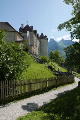 Weg hoch zum Schloss Gruyère