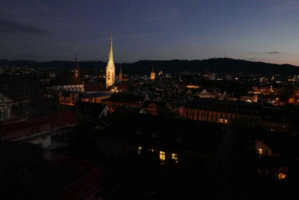 Die WAVETROPHY entlang der Grand Tour Schweiz ist vollendet. Zürich bei Nacht.