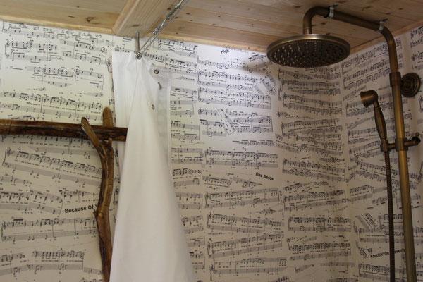 Duschen im Tiny House; inkl. Anregung zum Singen