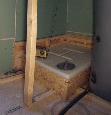 400 L Abwassertank versteckt unter dem Badezimmerboden
