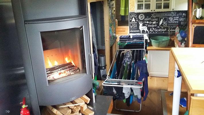 Schönes Feuer geniessen und gleichzeitig Warmwasser erzeugen :-)