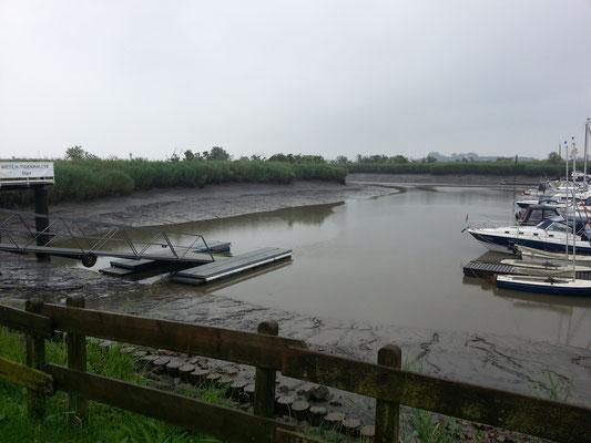 Hafen in Nordenham - noch ist das Wasser nicht da
