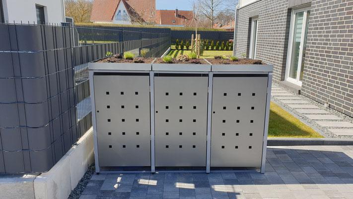 """3er Mülltonnenbox mit Pflanzdach - Stanzmuster """"ST 3/5"""" Farbvar. 1: Pfosten: RAL 7004 / Bleche: RAL 9007"""
