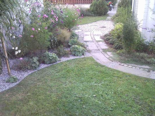 Rasenkanten aus Metall - Trennung von Rasen, Beet und Gehweg
