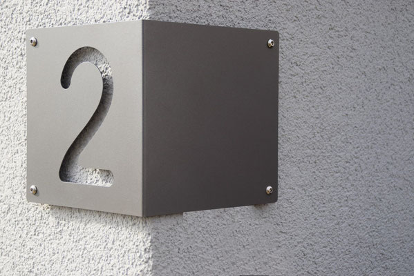 Eck-Hausnummer 20 cm