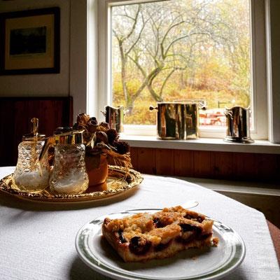 Frischer Blechkuchen und Fischgerichte gehören zum Angebot