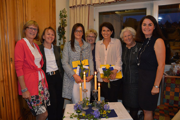 Maria Huber-Werner (3.v.l.) und Silvia Strangmüller (3.v.r.) sind die neuen Clubschwestern