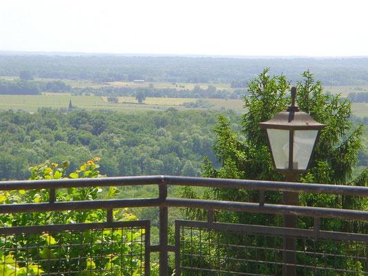 Vue de la terrasse de l'Hostellerie de l'Abbaye à Beaulieu-en-Argonne - Meuse