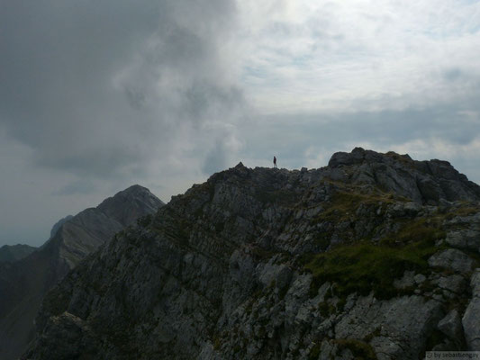 Le sommet du Jalouvre et au fond la pointe blanche