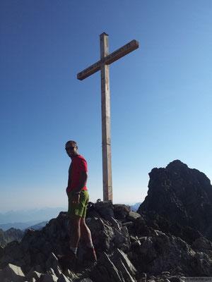 La croix sommitale de la croix de Belledonne