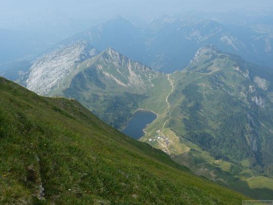 Le lac de Lessy depuis la montée du Jalouvre