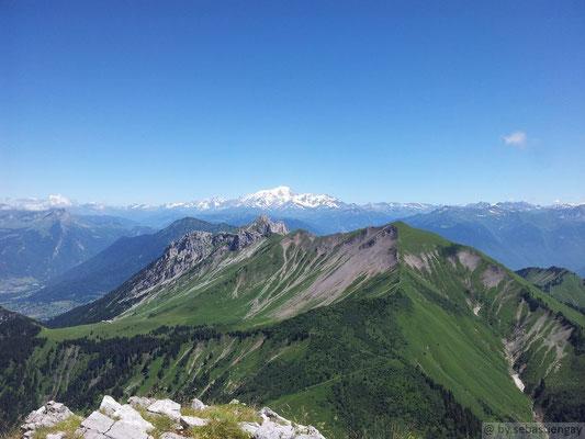 Vu depuis le sommet de l'Arcalod (vu sur la pointe de la Chaurionde)